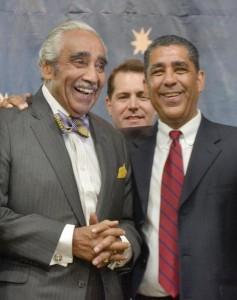 Los ex rivales primarios Rangel y Espaillat se unieron en noviembre para un evento previo a la elección para la alcaldía en apoyo de Bill de Blasio.