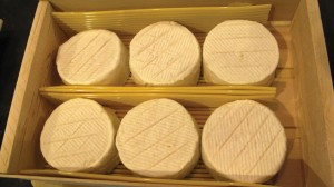 Los quesos Cremont de cabra y mezcla de doble crema  de vaca son perfectos para atacar.