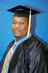 Uno de los 26 graduados.